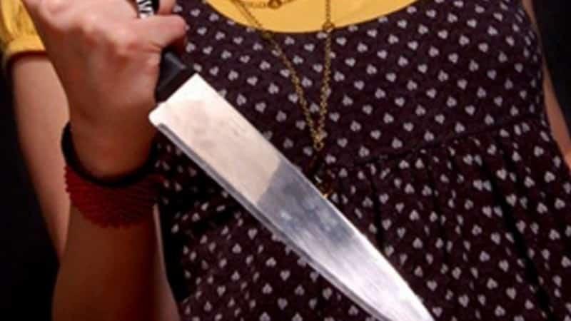 женщина с ножом